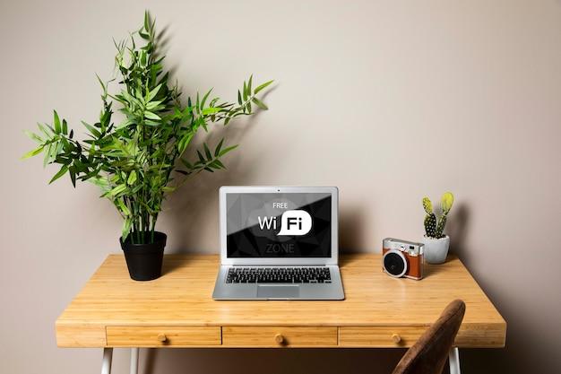 Maquette pour ordinateur portable avec concept wifi gratuit Psd gratuit
