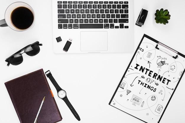 Maquette Presse-papiers Avec Objets Internet Psd gratuit