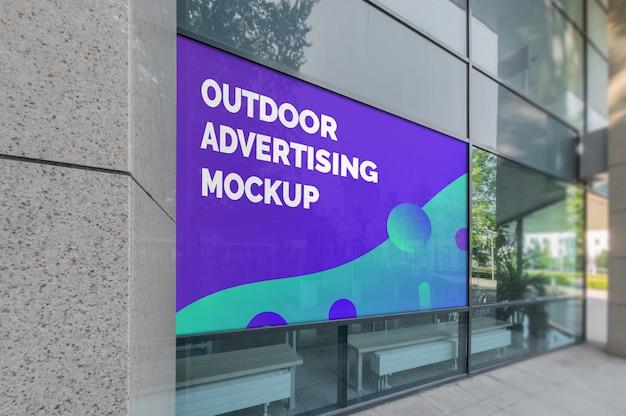 Maquette de la publicité de paysage en plein air dans le cadre de la fenêtre d'un bâtiment moderne PSD Premium