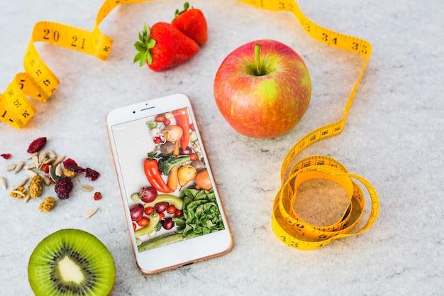 Maquette smartphone avec concept de cuisine saine Psd gratuit