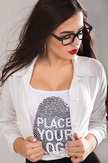 Maquette De T-shirt Femme Psd gratuit