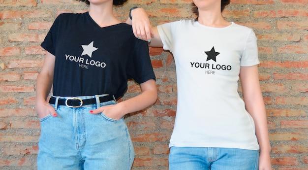 Maquette Avec T-shirt Noir Et T-shirt Blanc PSD Premium