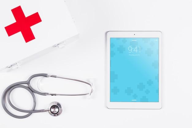 Maquette de tablette avec concept médical Psd gratuit