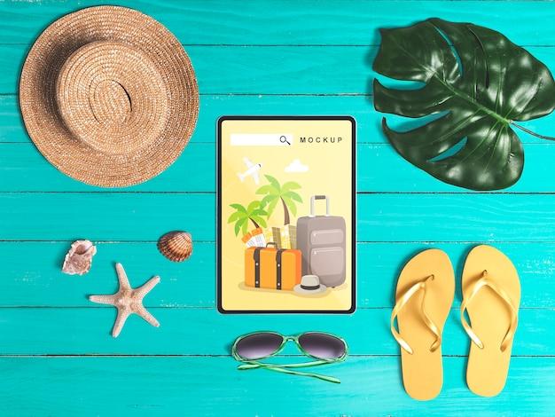 Maquette De Tablette Plat Laïte Modifiable Avec Des éléments De L'été Psd gratuit
