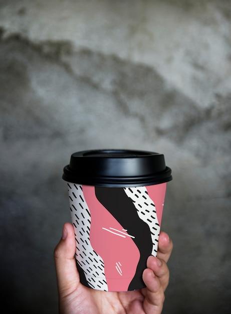 Maquette de tasse de café à emporter colorée Psd gratuit