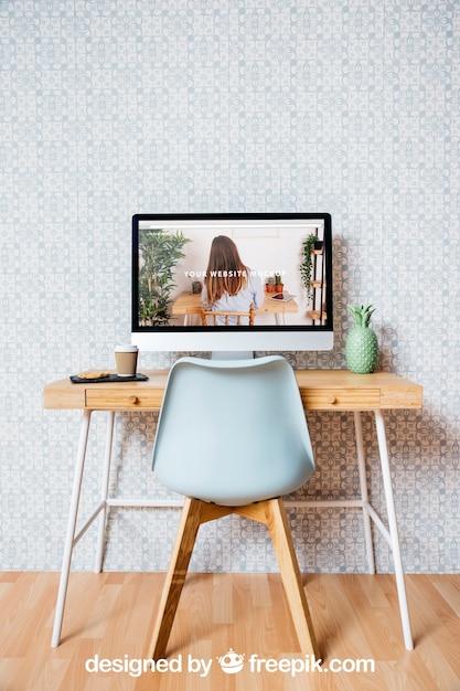 Maquette de la technologie et de l'espace de travail avec un ordinateur de bureau Psd gratuit