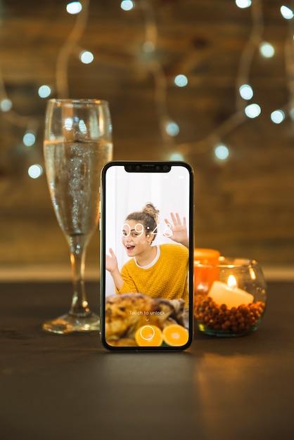 Maquette de thanksgiving avec smartphone Psd gratuit