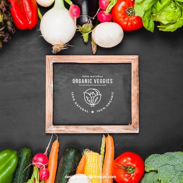 Maquillage de légumes avec de l'ardoise Psd gratuit