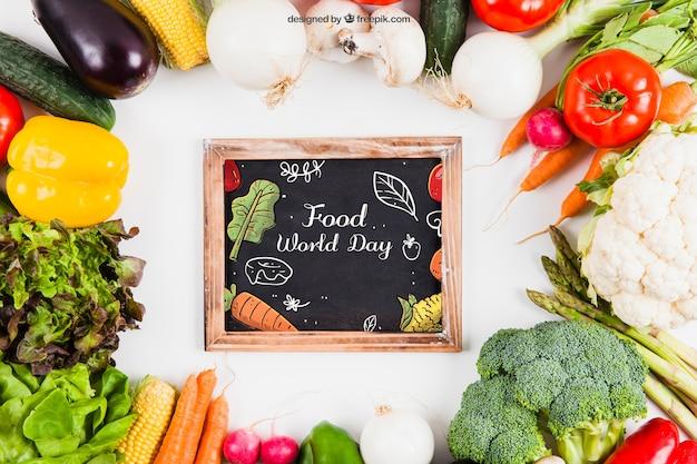 Maquillage des légumes frais avec de l'ardoise au milieu Psd gratuit