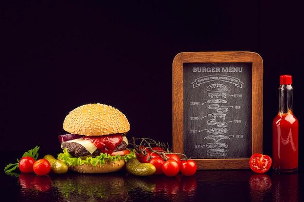Menu De Burger Réaliste Avec Des Légumes Et Du Ketchup Psd gratuit