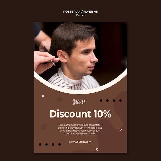 Modèle D'affiche Homme Vue Haute Au Salon De Coiffure Psd gratuit