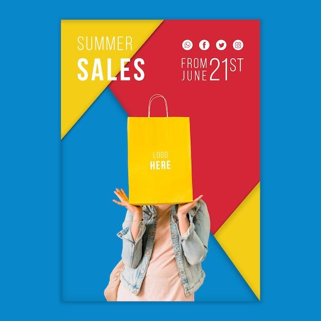 Modèle de bannière de vente d'été avec des formes triangulaires colorées Psd gratuit