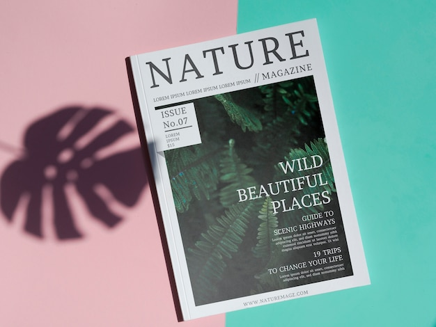Nature magazine mock up sur un fond simple Psd gratuit