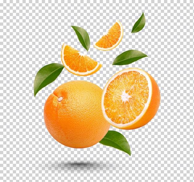 Orange Fraîche Avec Des Feuilles Isolées PSD Premium