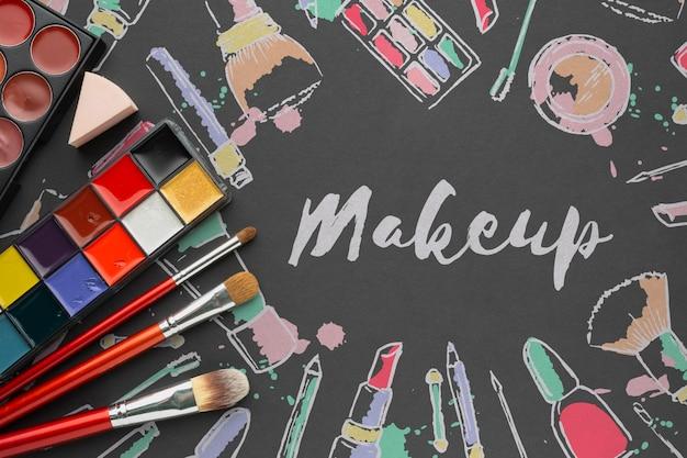 Palette de maquillage sur maquette de table Psd gratuit