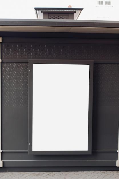 Panneau D'affichage Vide Sur Un Mur PSD Premium
