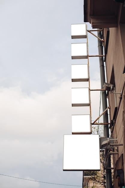 Panneaux D'affichage Vides Dans La Ville PSD Premium
