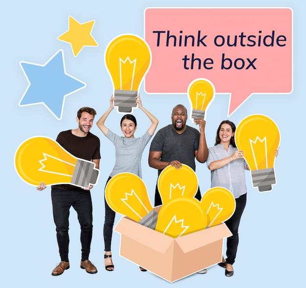 Personnes Créatives Pensant En Dehors De La Boîte PSD Premium