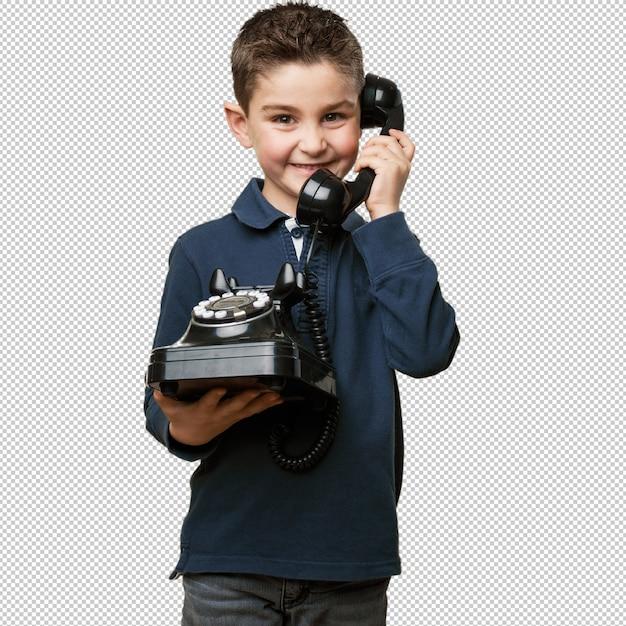 Petit enfant appelle avec téléphone PSD Premium