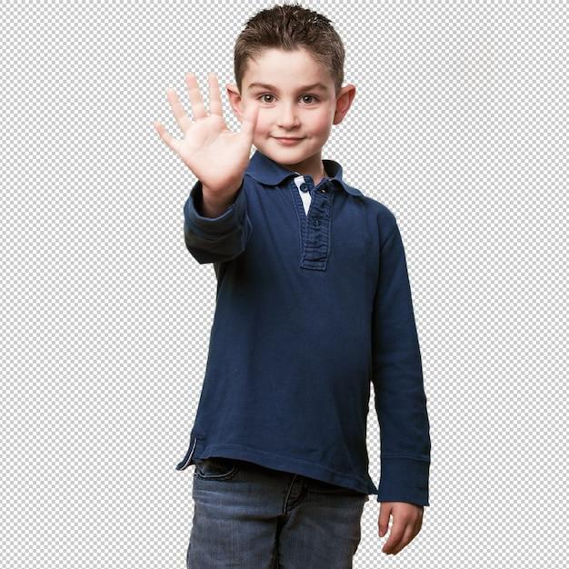 Petit Enfant Montrant 5 Doigts PSD Premium