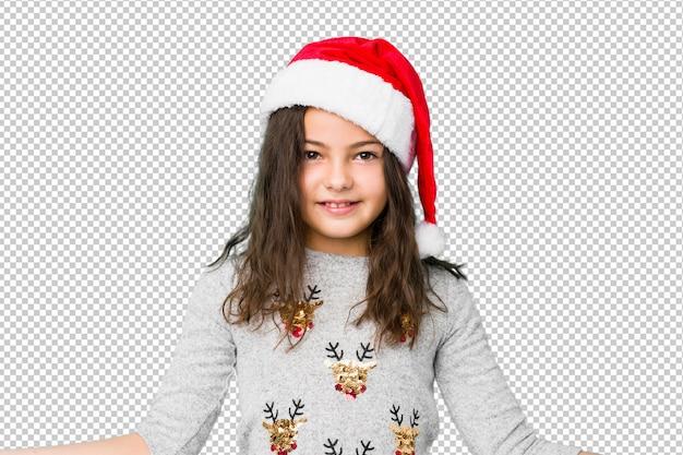 Petite fille fête le jour de noël montrant une expression bienvenue. PSD Premium