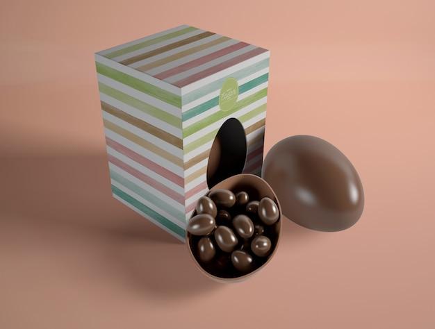 Petits œufs En Chocolat Sous Forme De Gros œufs En Chocolat Psd gratuit