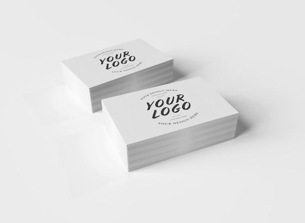 Pile De Cartes De Visite Blanche Sur Une Surface Blanche PSD Premium