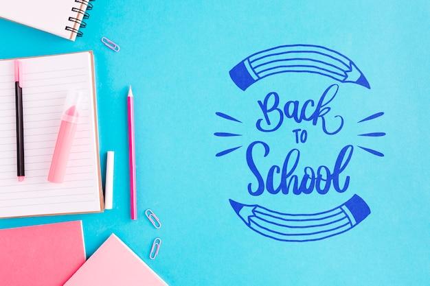 Plat lay retour à l'école avec fond bleu Psd gratuit