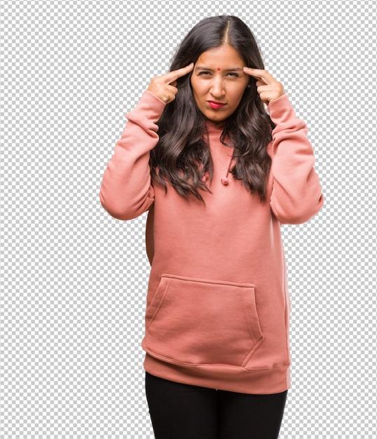 Portrait De Fitness Jeune Homme Femme Indienne Faisant Un Geste De Concentration PSD Premium
