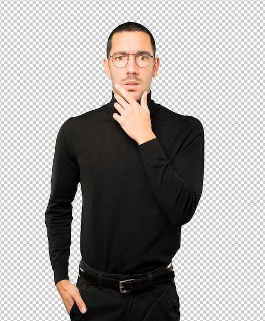 Préoccupé Jeune Homme Posant Sur Fond PSD Premium