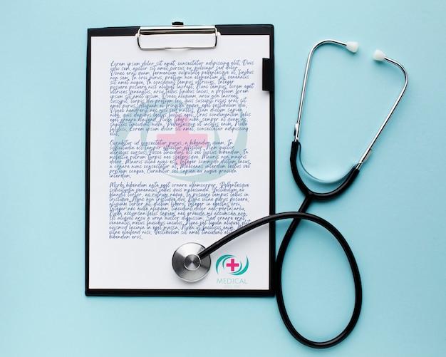 Presse-papiers Médical Avec Stéthoscope Psd gratuit