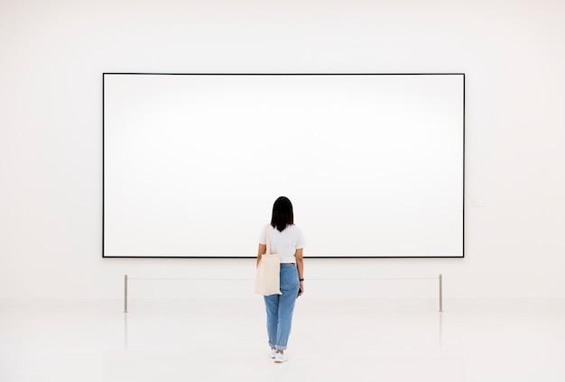 Public bénéficiant d'une exposition d'art Psd gratuit