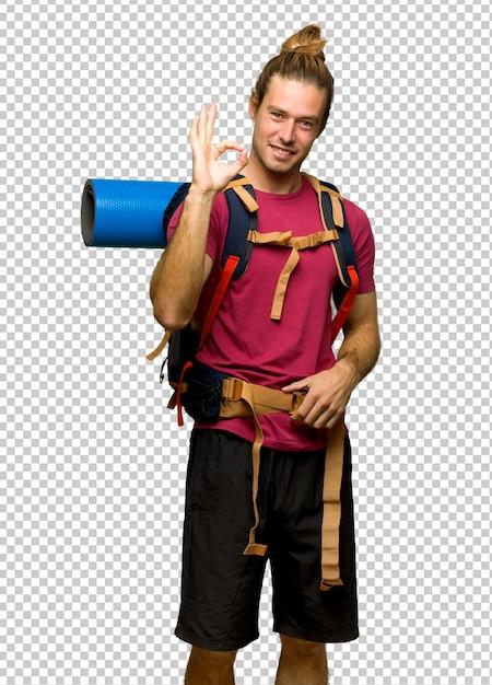 Randonneur homme avec sac à dos montagne montrant un signe ok avec les doigts PSD Premium