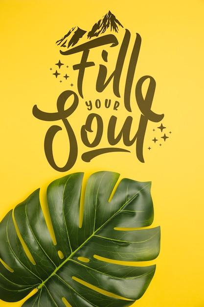 Remplissez votre âme en voyage, lettrage avec une feuille de palmier tropical Psd gratuit