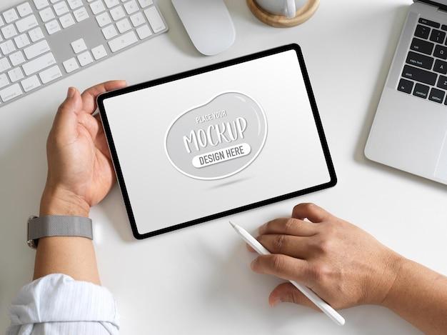 Rendu 3d De La Salle De Bureau à Domicile Avec Maquette De Tablette PSD Premium
