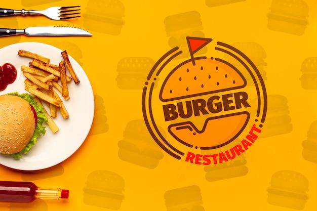 Restaurant Burger Et Assiette Sur Fond De Doodle De Restauration Rapide Psd gratuit