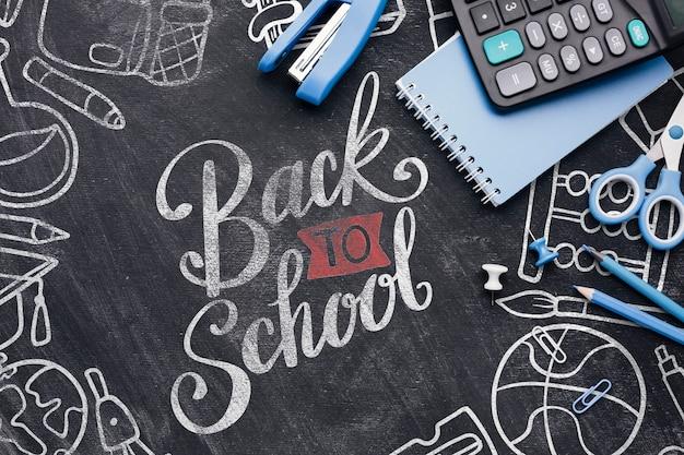 Retour à l'école avec des fournitures de bureau Psd gratuit