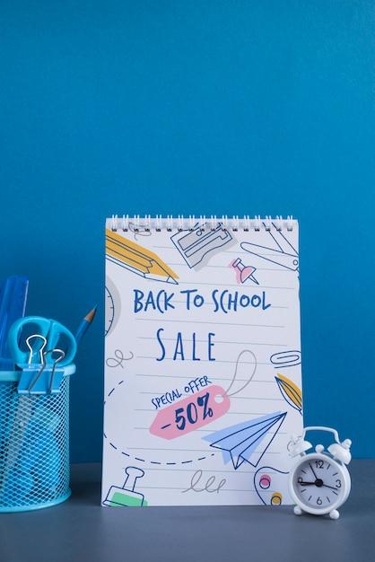 Retour à la vente d'école avec fournitures Psd gratuit