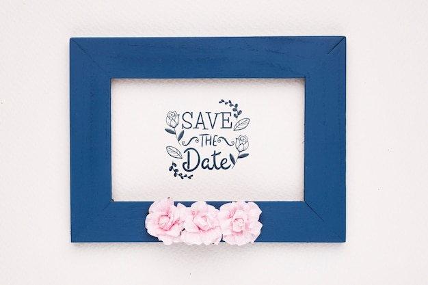 Save The Date Maquette Cadre Bleu Foncé Et Roses Psd gratuit