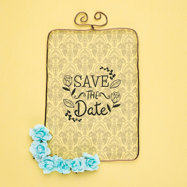 Save The Date Maquette Victorienne Cadre Avec Fleurs Bleues Psd gratuit