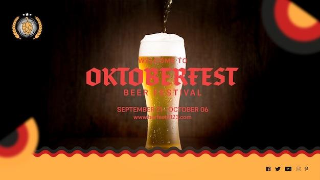 Savoureux Verre à Bière Oktoberfest Avec Mousse Psd gratuit