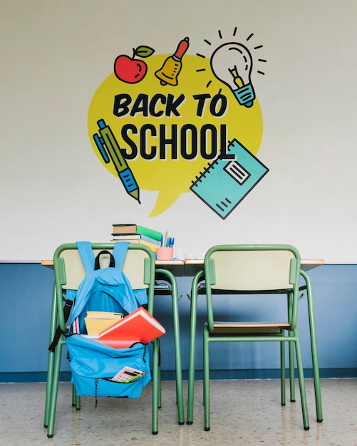 Se préparer pour le premier jour d'école avec maquette murale Psd gratuit