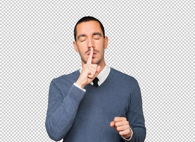 Sérieux Jeune Homme Demandant Le Silence En Faisant Des Gestes Avec Son Doigt PSD Premium