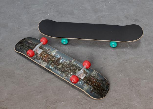 Skateboards colorés sur le sol Psd gratuit