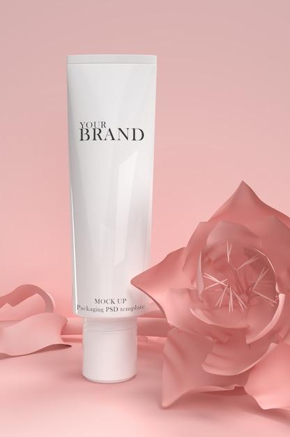 Soins de la peau hydratants produits cosmétiques haut de gamme à la surface des fleurs PSD Premium