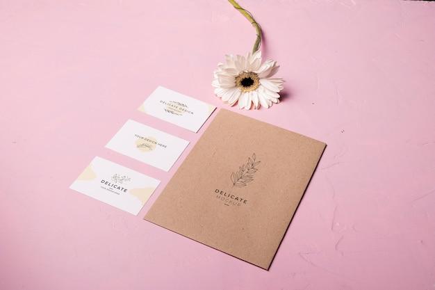 Style D'enveloppe Sur Fond Rose Psd gratuit