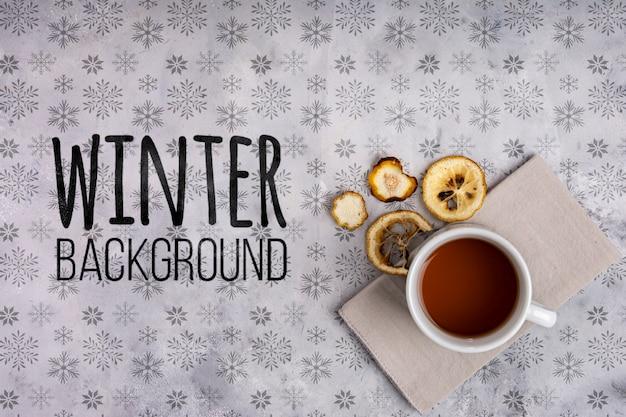 Tasse de thé chaud sur fond d'hiver Psd gratuit