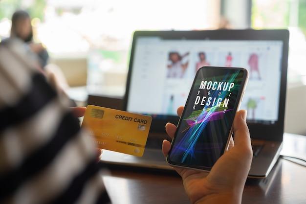 Téléphone Mobile Maquette Avec Carte De Crédit Pour Les Achats En Ligne Dans Le Concept Internet PSD Premium