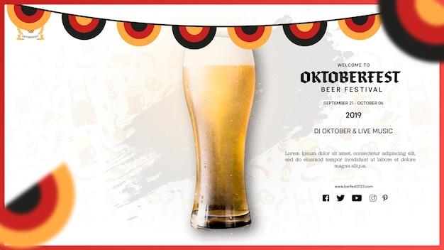 Verre De Bière Oktoberfest Avec Mousse Psd gratuit