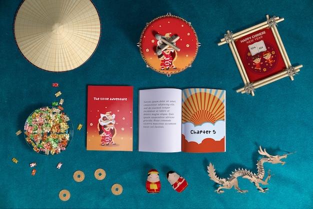 Vue de dessus décoration du nouvel an chinois et livres Psd gratuit